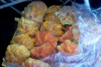 Pan de muerte es una comida especial y simbólica del día.